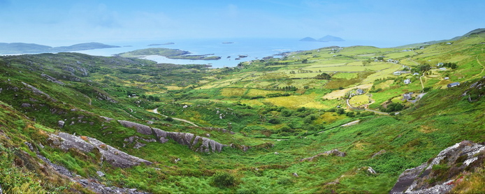 Irsko - View Point towards Scarriff Island